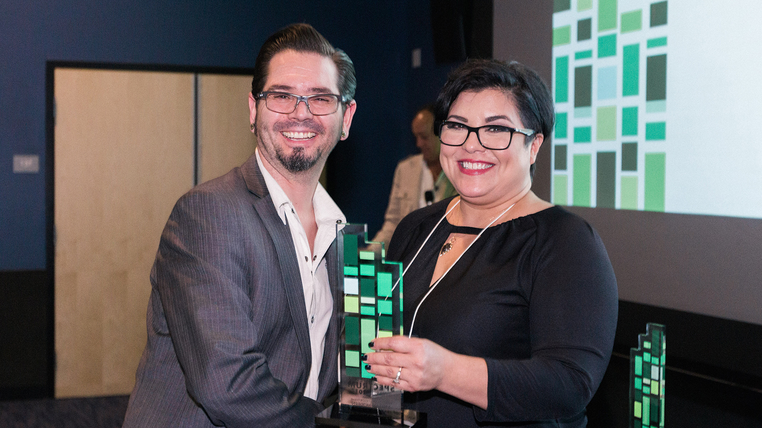 Mike Goldner, Director of E-Commerce at Artisan Colour, accepts 2017 AMA Spectrum Award for Best Event Staging from AMA Phoenix Chapter President, Evelyn Vega